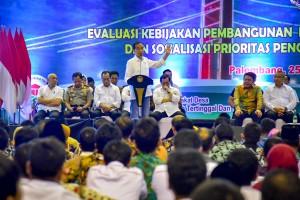 Presiden Jokowi saat menghadiri sebuah acara di Palembang, Sumsel, Minggu (25/11) siang. (Foto: AGUNG/Humas)