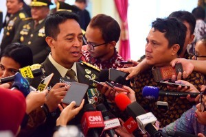 General Andika Perkasa answers reporters' questions after his inauguration as Army Chief of Staff, at State Palace, Jakarta, Thursday (22/11). (Photo: Agung/PR)