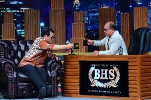 Seskab Pramono Anung saat tampil dalam acara E-Talkshow dengan host Wahyu Muryadi, di TV One, Jumat (23/11) malam. (Foto: AGUNG/Humas)
