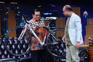 Seskab Pramono Anung dalam salah satu adegan di acara E-Talkshow, di TV One, Jumat (23/11) malam. (Foto: AGUNG/Humas)