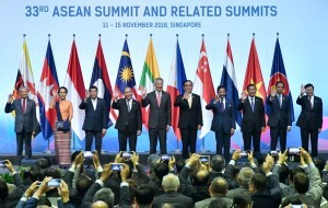 President Jokowi with a number of Head of States and Head of Governments attends the opening of 33rd ASEAN Summit at Suntec Convention Centre, Singapore, Tuesday (13/11). (Photo: BPMI)