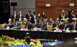 Presiden Jokowi saat menghadiri KTT di Singapura, Rabu (14/11). (Foto: BPMI)