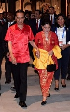 President Jokowi and First Lady in the APEC Gala Dinner at Kutubu Convention Center, Port Moresby, Saturday (17/11). (Photo: BPMI)