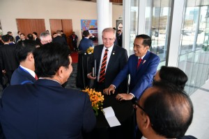 Presiden Jokowi di sela-sela agenda APEC di APEC Haus, Port Moresby, Minggu (18/11). (Foto: BPMI).