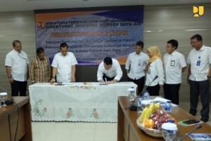 Penandatanganan kontrak antara Kementerian PUPR dengan Penyedia Jasa di Kantor Kementerian PUPR pada Kamis, (22/11). (Foto: Kementerian PUPR)
