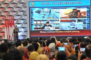 Presiden Jokowi menyampaikan sambutan pada pembukaan Pameran Indonesia Science Expo (ISE) Tahun 2018 di Hall 5 ICE Serpong, Tangerang Selatan, Banten, Kamis (1/11) pagi. (Foto: JAY/Humas)