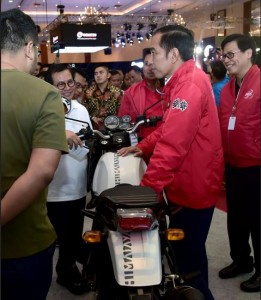 President Jokowi at the 2018 IMOS exhibition held at Plenary and Assembly Halls, JCC, Saturday (3/11). (Photo: BPMI).
