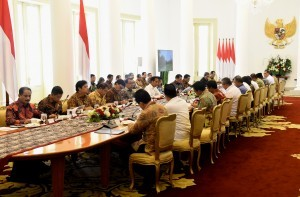 President Jokowi leads a Limited Meeting on human resources development, at Bogor Palace, West Java province, Wednesday (21/11). (Photo: Rahmat/PR)