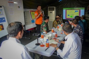 BNPP Head M. Syaugi delivers his report at an evaluation meeting chaired by President Jokowi, at the Tanjung Priok JITC2 Command Post, Jakarta, Friday (2/11). (Photo by: Agung/Public Relations Division)