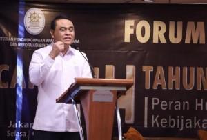 Menteri PANRB Syafruddin menyampaikan sambutan pada Seminar Bakohumas Kementerian PANRB, di Hotel Ambhara, Jakarta, Selasa (27/11) siang. (Foto: Humas Kementerian PANRB)