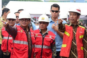 President Jokowi and Cabinet Secretary Pramono Anung attend the opening of the 2018 Indonesian Construction Exhibition, the 2018 Indonesian Infrastructure Week, and the Acceleration of Construction Workers Certification at JI Expo, Jakarta, Tuesday (31/10). Photo by: Oji/PR.