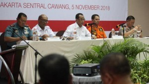 Minister of Transportation, accompanied by head of the Basarnas and head of the KNKT, releases progress report on Lion Air Victims evacuation in Jakarta, Monday (5/11). Photo by: Humas Kemenhub