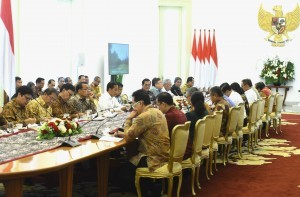 President Jokowi leads Limited Cabinet Meeting on Investment and Taxation Policy at the Bogor Palace, West Java, Wednesday (21/11). Photo by: Rahmat/PR.