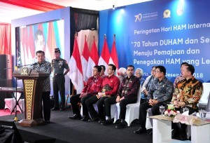 President Jusuf Kalla delivers remarks at the commemoration of the 2018 International Human Rights Day, at the Commission on Human Rights headquarters in Central Jakarta, Tuesday (11/12). (Photo by: Jay/PR Division)