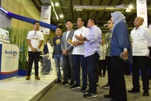 Presiden Jokowi meninjau salah satu stand pada pembukaan Digital Startup 2018 di Kartika Expo, Balai Kartini, Setiabudi, Jakarta, Jumat (7/12) pagi. (Foto: Fitri/Humas)