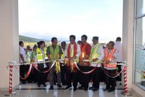 Presiden Jokowi meresmikan Bandara Morowali dan 4 terminal bandara di Sulawesi, di Bandara Syukuran Aminuddin Amir, Kecamatan Luwuk, Banggai, Sulteng, Minggu (23/12) siang. (Foto: Setpres)