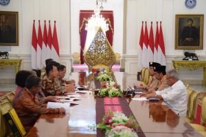 Presiden Jokowi saat menerima Rektorat Universitas Indonesia (UI) di Istana Merdeka, Kamis (27/12). (Foto: Humas/Oji)