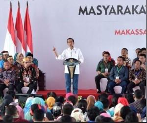 Presiden Jokowi menghadiri Evaluasi Kebijakan Pembangunan dan Pemberdayaan Masyarakat Desa, di Makassar, Sabtu (22/12) pagi. (Foto: Setpres)