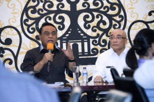 Menteri PANRB Syafruddin didampingi Kepala BKN Bima Haria Wibisana dalam konperensi pers, di Jakarta, Rabu (19/12). (Foto: Humas Kementerian PANRB/ES)