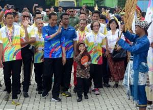 Presiden Jokowi menghadiri peringatan Hari Disabilitas Internasional Tahun 2018, di Mal Summarecon, Bekasi, Jawa Barat, Senin (3/12) siang. (Foto: Rahmat/Humas)