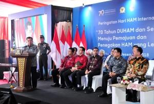 Wapres Jusuf Kalla menyampaikan sambutan pada Peringatan Hari Hak Asasi Manusia Internasional Tahun 2018, di kantor Komnas HAM, Menteng, Jakarta, Selasa (11/12) siang. (Foto: JAY/Humas)
