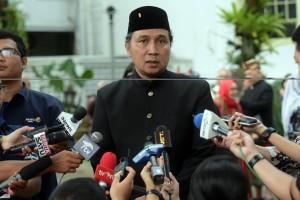 Dirjen Kebudayaan Hilmar Farid menjawab wartawan usai bersama seniman dan budayawan bertemu Presiden Jokowi, di Istana Merdeka, Jakarta, Selasa (11/12) sore. (Foto: Rahmat/Humas)