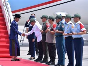 Presiden saat tiba di Bandar Udara Internasional Kualanamu, Sabtu (29/12). (Foto: BPMI)