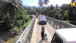 Jembatan darurat di Kabupaten Padang Pariaman, yang menghubungkan kota Padang-Bukittinggi, Sumbar, sudah bisa digunakan Minggu (16/12) lalu. (Foto: Kementerian PUPR)