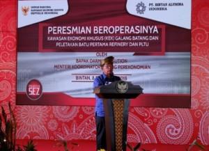 Menko Perekonomian Darmin Nasution menyampaikan sambutan pada peresmian KEK Galang Batang di Bintan, Kepulauan Riau, Sabtu (8/12). (Foto: ekon)