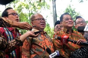 Jajaran pengurus PITI menyampaikan keterangan pers usai diterima Presiden Jokowi, di Istana Merdeka, Jakarta, Rabu (5/12) pagi. (Foto: OJI/Humas)