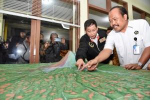 Menteri ESDM Ignasius Jonan meninjau posko pemantauan Gunung Merapi di Pos Pengamatan Kaliurang, Yogyakarta, Rabu (12/12). (Foto: Humas ESDM)