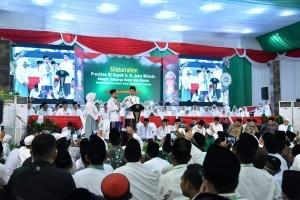 President Jokowi pays a visit to Bahrul Ulum Tambakberas Islamic Boarding School, Jombang Regency, Tuesday (18/12)