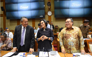 : Bank Indonesia Governor Perry Warjio, Finance Minister Sri Mulyani, and National Development Planning Minister/Head of the National Development Planning Agency (Bappenas) Bambang Brodjonegoro represent the Government in a working meeting with Commission XI of the House of Representatives, in Jakarta, Wednesday (16/1). (Photo by: Finance Ministry PR Division)