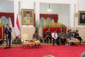 President Jokowi delivers remarks during a Plenary Cabinet Meeting, at the State Palace, Jakarta, Monday (7/1). (Photo by: Oji/ PR Division)