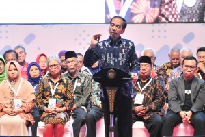 President Jokowi delivers a speech at the launching of Entrepreneurship for ASN and Pensioners, in Sentul, Bogor, West Java, Wednesday (16/1). (Photo by: Jay/Public Relations Division)