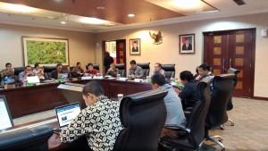 """Deputi III KSP Yanuar Nugroho bersama pembicara lain dalam diskusi """"Pelayanan Rakyat yang Bebas Korupsi, di Gedung Bina Graha, Jakarta, Rabu (9/1) lalu. (Foto: KSP)"""