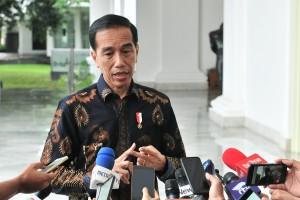 Presiden Jokowi menjawab wartawan soal Abu Bakar Baasyir, di halaman Istana Negara, Jakarta, Selasa (22/1) siang. (Foto: JAY/Humas)
