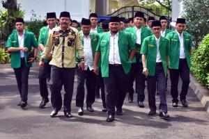 Ketua Umum GP Ansor Yaqut Cholil Qoumas didampingi pengurus GP Ansor diterima Presiden Jokowi, di Istana Merdeka, Jakarta, Jumat (11/1) pagi. (Foto: Rahmat/Humas)