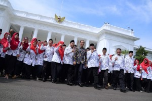 Presiden Jokowi saat menerima Persatuan Guru Seluruh Indonesia (PGSI) Tahun 2019 Jumat (11/2) di Istana Negara, Jakarta. (Foto: Humas/Oji)