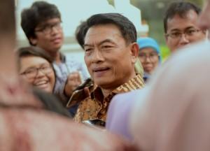 Kepala Staf Kepresidenan Moeldoko menjawab wartawan usai rapat terbatas, di Kantor Presiden, Jakarta, Selasa (8/1) sore. (Foto: Rahmat/Humas)