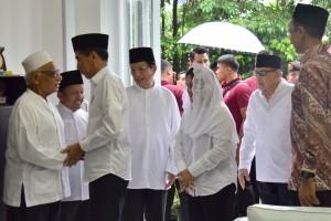 Presiden Jokowi didampingi Ibu Negara Iriana berkunjung ke Pondok Pesantren Bayt Alquran, di Pamulang, Tangsel, Banten, Jumat (25/1) pagi. (Foto: Deny S/Humas)