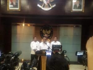 Menko Polhukam Wiranto menyampaikan keterangan pers terkait pembebasan Abu Bakar Baasyir, di kantor Kemenko Polhukam, Jakarta, Senin (21/1) sore. (Foto: Humas Kemenko Polhukam)