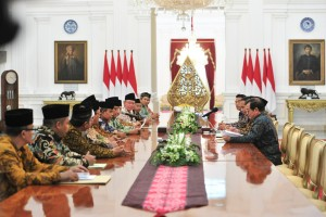 President Jokowi receives the LPOI executive board at Merdeka Palace, Jakarta, Tuesday (22/1). (Photo by: Jay/Public Relations).