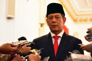 Kepala BNPB Letjen Doni Monardo menjawab wartawan usai pelantikan dirinya, di Istana Negara, Jakarta, Rabu (9/1) pagi. (Foto: Rahmat/Humas)