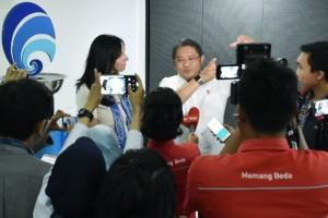 Menkominfo Rudiantara bersama VP Public Policy & Communications WhatsApp, Victoria Grand, di Kantor Kementerian Kominfo, Jakarta, Senin (21/1) sore. (Foto: Humas Kememnkominfo)