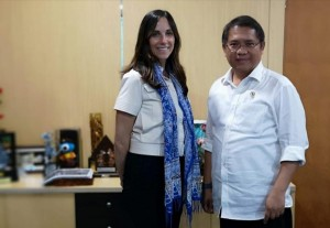 Communication and Informatics Minister Rudiantara meets with Vice President for Public Policy and Communications of WhatsApp, Victoria Grand, at the Office of Ministry of Communication and Informatics, Jakarta, Monday (21/1). (Photo: PR of Ministry of Communication and Informatics)