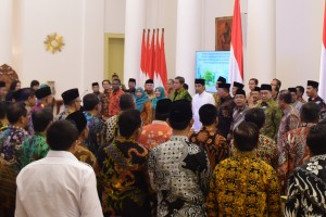 President Jokowi meets with Rectors of Religious Colleges (PTKN) and Regional Head Offices of Ministry of Religious Affairs at the Bogor Palace, Friday (25/1).  (Photo: Oji/PR)