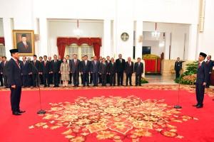 Presiden Jokowi melantik Letjen Doni Monardo sebagai Kepala BNPB, di Istana Negara, Jakarta, Rabu (9/1) pagi. (Foto: Rahmat/Humas)