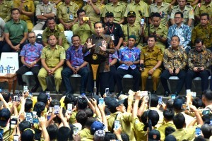 President Jokowi delivers his remarks during a meeting with Village apparatus at Gelora Bung Karno Sport Complex, Jakarta, Monday (14/1). Photo by: Rahmat/PR.