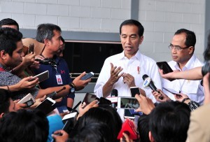 President Jokowi answers questions from the journalists after meeting with online ojek drivers at JI Expo, Kemayoran , Jakarta, Saturday (12/1). Photo by: Jay/PR.